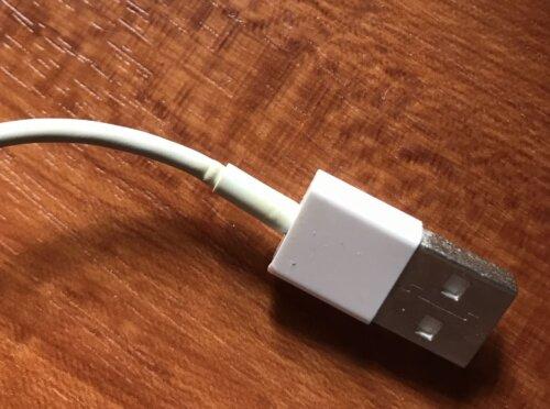 変形した充電コード