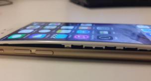 iPhone 膨らむ