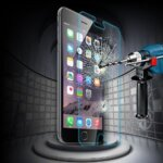 【効果抜群】最強のiPhone強化ガラスの選び方とおすすめランキング!割れた場合の貼り替え方法も